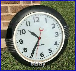 Hammond Model 341 Art Deco Wall Clock glass dial is cracked, not accurate time